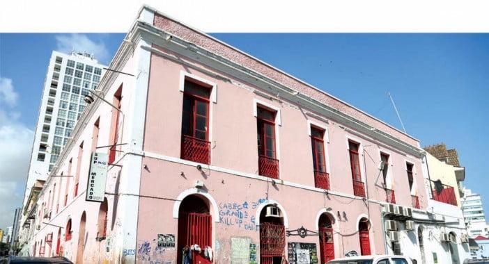 "Adelino Caracol pede ao governo edifícios ""inactivos"" para exibições de projectos de arte"