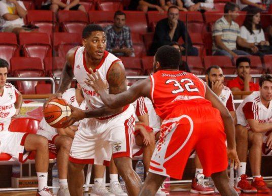 Carlos Morais mantém Benfica na liderança da liga portuguesa de basquetebol