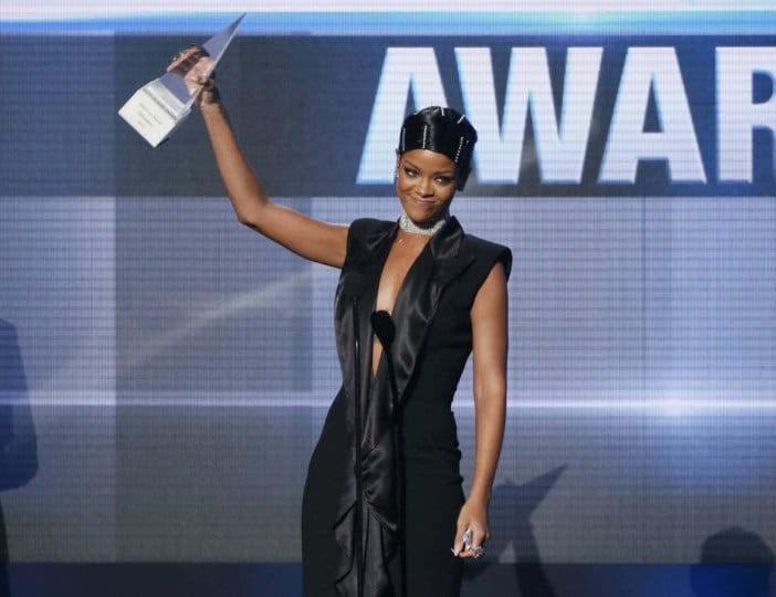 Rihanna AMAS 2016