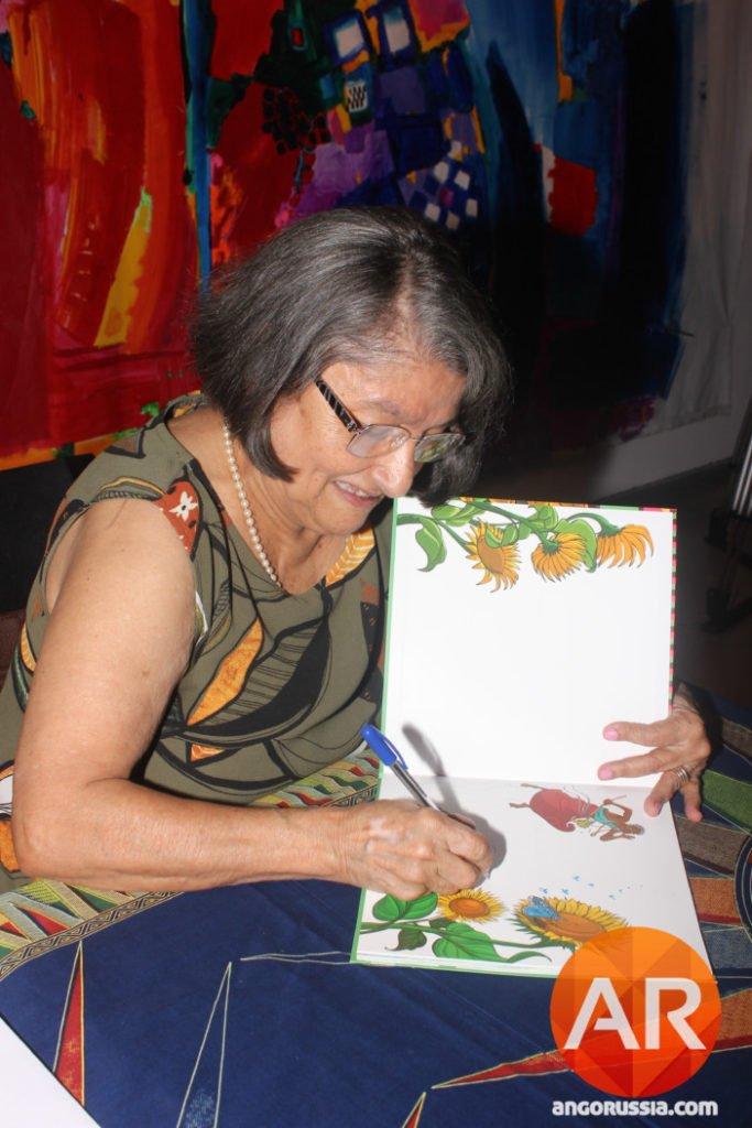 """Cremilda Lima prepara-se para narrar histórias de """"Missanga e o Sapupo"""" as crianças"""