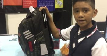 Menino de 11 anos, cria mochila  à prova de balas para proteger colegas