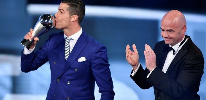"""""""Este troféu mostra que as pessoas não são cegas""""- Cristiano Ronaldo"""
