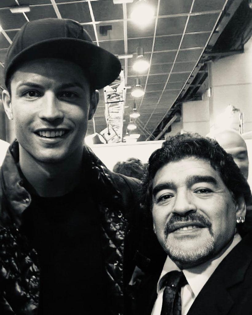 """Cristiano Ronaldo lamenta morte de Maradona: """"Parte demasiado cedo"""""""
