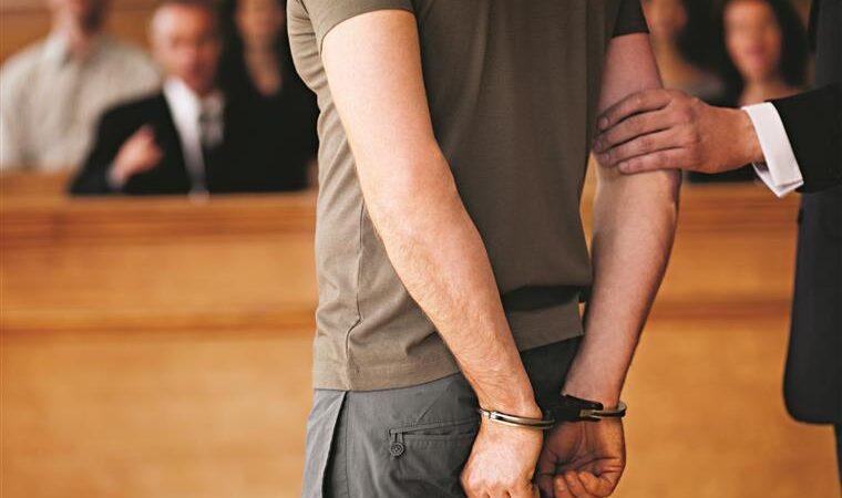 Jovem é condenado a 15 anos de prisão por matar e comer a própria mãe