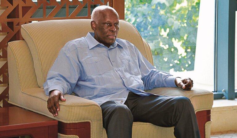 José Eduardo dos Santos está de volta a Angola